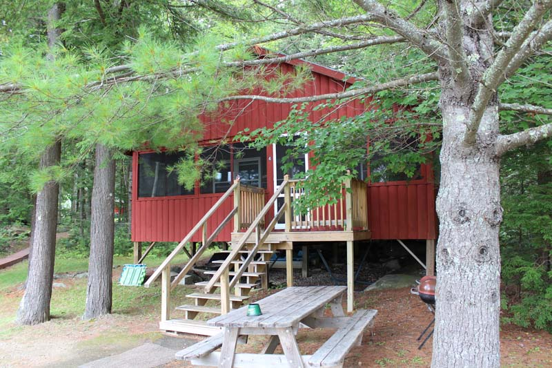 Lakeside Cabin 4